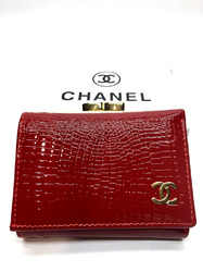 Компактный лакированный кошелек Chanel B9008